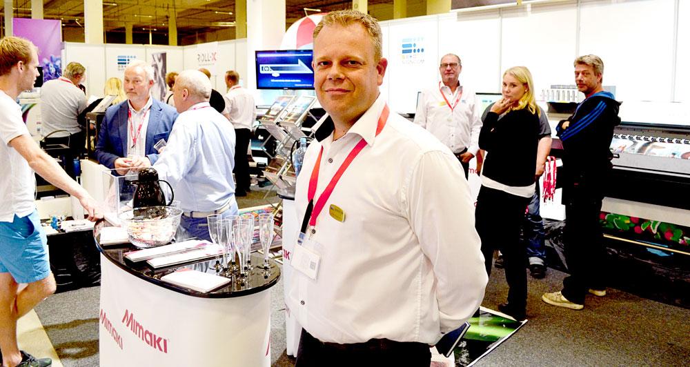 Signcom fick ropa in förstärkning från Sverige, för att hinna med alla kunder. I stort sett hela Mimaki-programmet visades i montern.