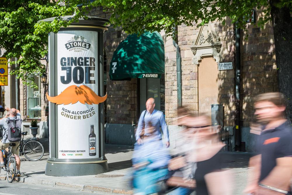 I en kampanj för ingefärsdrycken Ginger Joe skapade man uppmärksamhet genom att klistra en mustasch, som också syns på företagets flaskor, av vädertålig plast på tavlan.