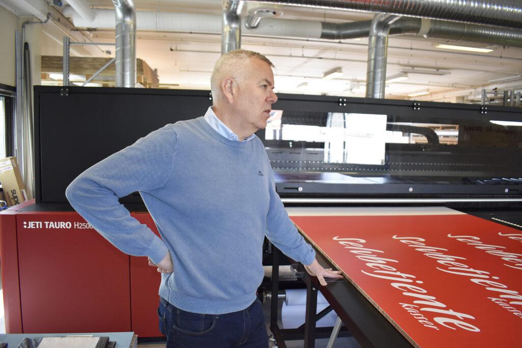Erik Tanche Nilssen är ett tryckeri ingår i Norengros (kontorsgrossistkedja). De säger sig vara ett av Norges största allservicetryckeri, under samma tak. Atle Nordaunet är chef för de grafiska aktiviteterna, där mycket handlar om att trycka till retail.