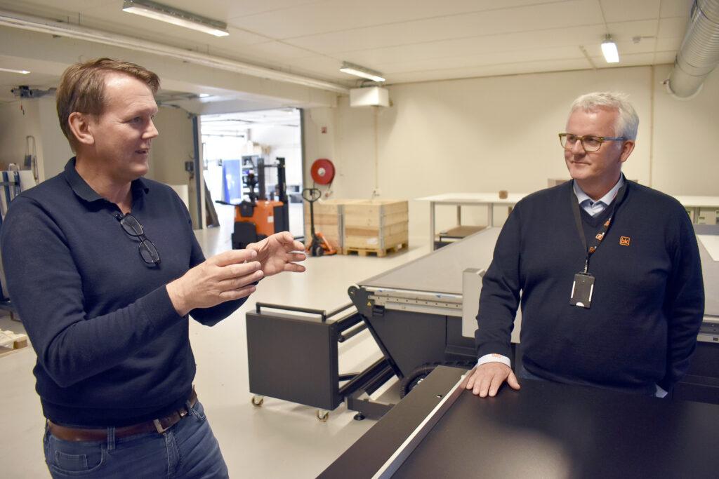 BK Dekorima ingår i BK-gruppen med över 100 anställda som trycker, efterbehandlar och lagerhåller. Här samtalar Eiliv Bleivik med Dekorimas vd Arne Nybo.
