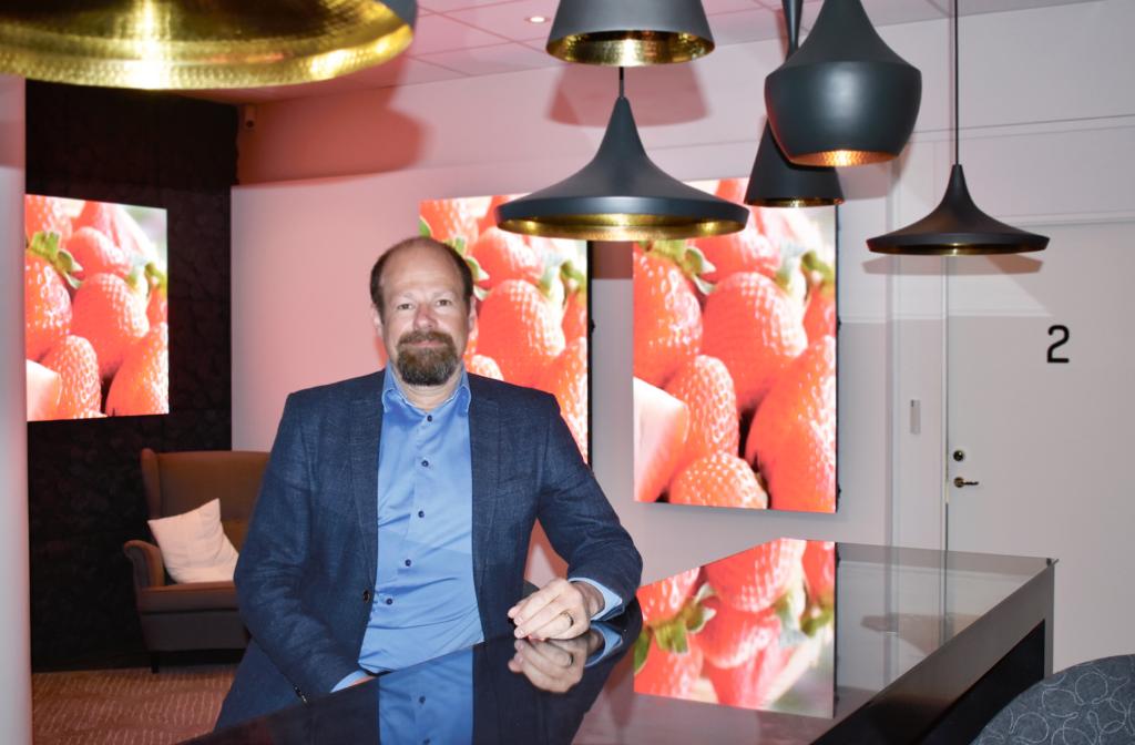 John Linden arbetar som områdeschef för digital signage på Samsung.