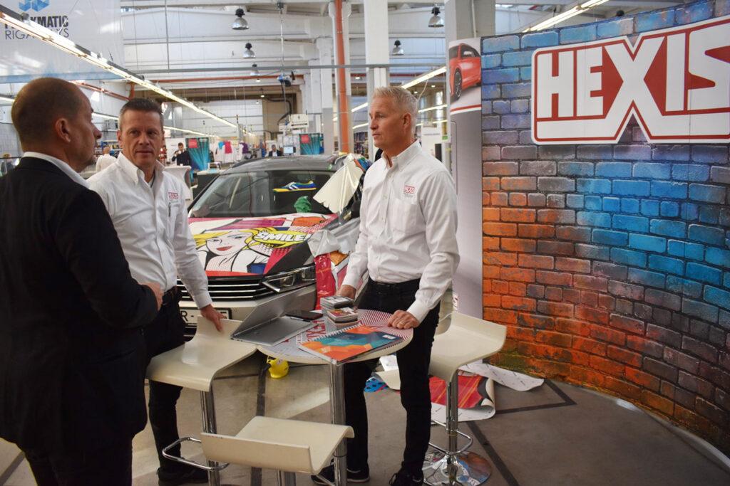 Hexis hade full fokus på folier i den färgglada montern.