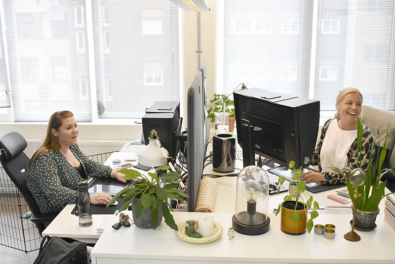 Designavdelningen som tar fram morgondagens tapeter består av Linda Pålemo och Johanna Ek.