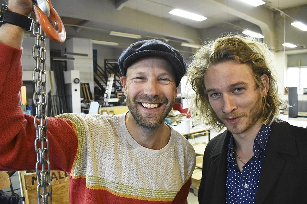 Erik Vestman och Loke Berg driver Tecken Signs där traditonella skyltar står i fokus.