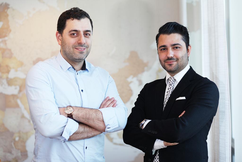 Serhat Tunc, utvecklare på Signcast bredvid Dilsher Khalaf, vd på Signcast.
