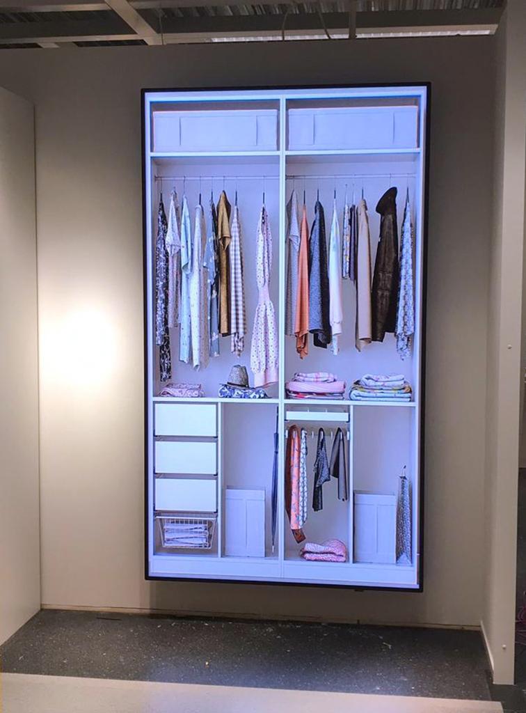 Skärm som visar exempel på hur garderoben kan se ut inuti.